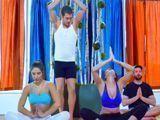 El profesor se folla a las alumnas de la clase de yoga