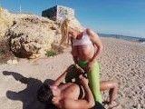 Ahora que se acerca el verano follamos en la playa