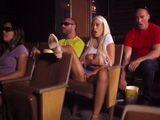 La española Bridgette B se toca en el cine viendo una peli