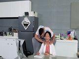 La doctora negra es seducida por este paciente y terminan follando