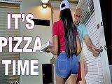 Joder con la repartidora de pizzas, que cachonda está..